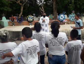 Celebração eucarística em memória dos chiquitanos mortos.